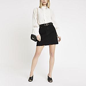 Weiße, langärmlige Bluse mit Lochstickerei
