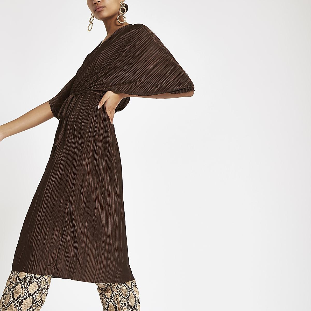 Donkerbruine plissé midi-jurk met vleermuismouwen