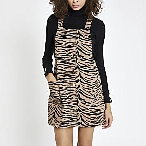 Braunes Latzkleid mit Zebra-Print