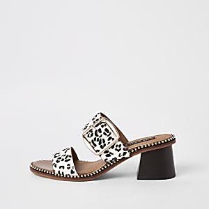 Mules imprimé léopard en cuir blanc à talons carrés