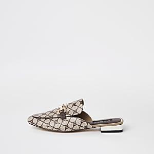 Bruine loafer met open achterkant en RI-monogram