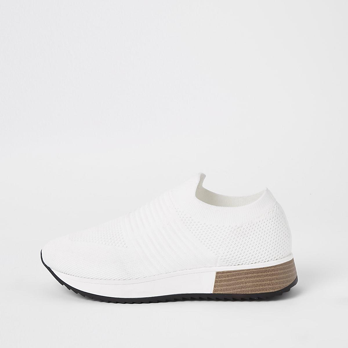 White knitted runner sneakers