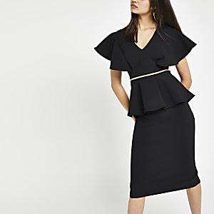 Schwarzes figurbetontes Kleid mit Schößchen