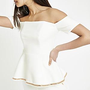 Weißes Bardot-Oberteil mit Schößchen