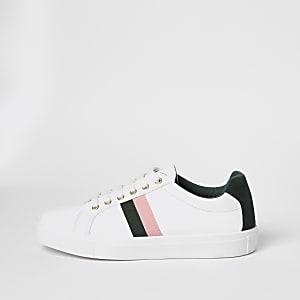 Weiße Sneaker zum Schnüren