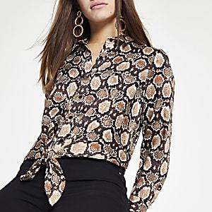 RI Petite - Bruin overhemd met slangenprint en strik voor