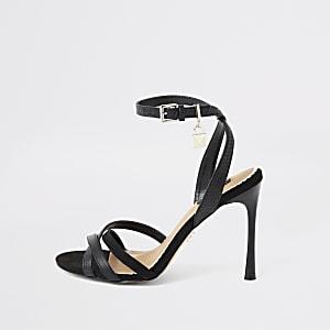 Zwarte minimalistische sandalen met hangslot en brede pasvorm