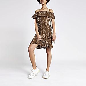 Braunes, gepunktetes Bardot-Kleid