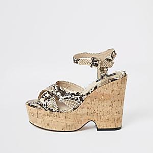 Chaussures compensées à brides croisées motif serpent beiges