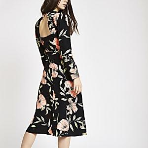 Robe mi-longue à fleurs noire col montant