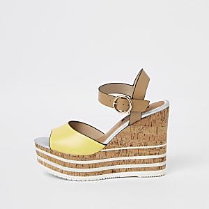 Chaussures compensées jaunes à semelle plateforme en liège