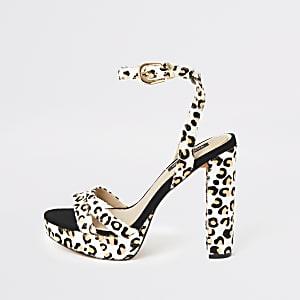 Chaussures léopard blanches à talon et semelle plateforme