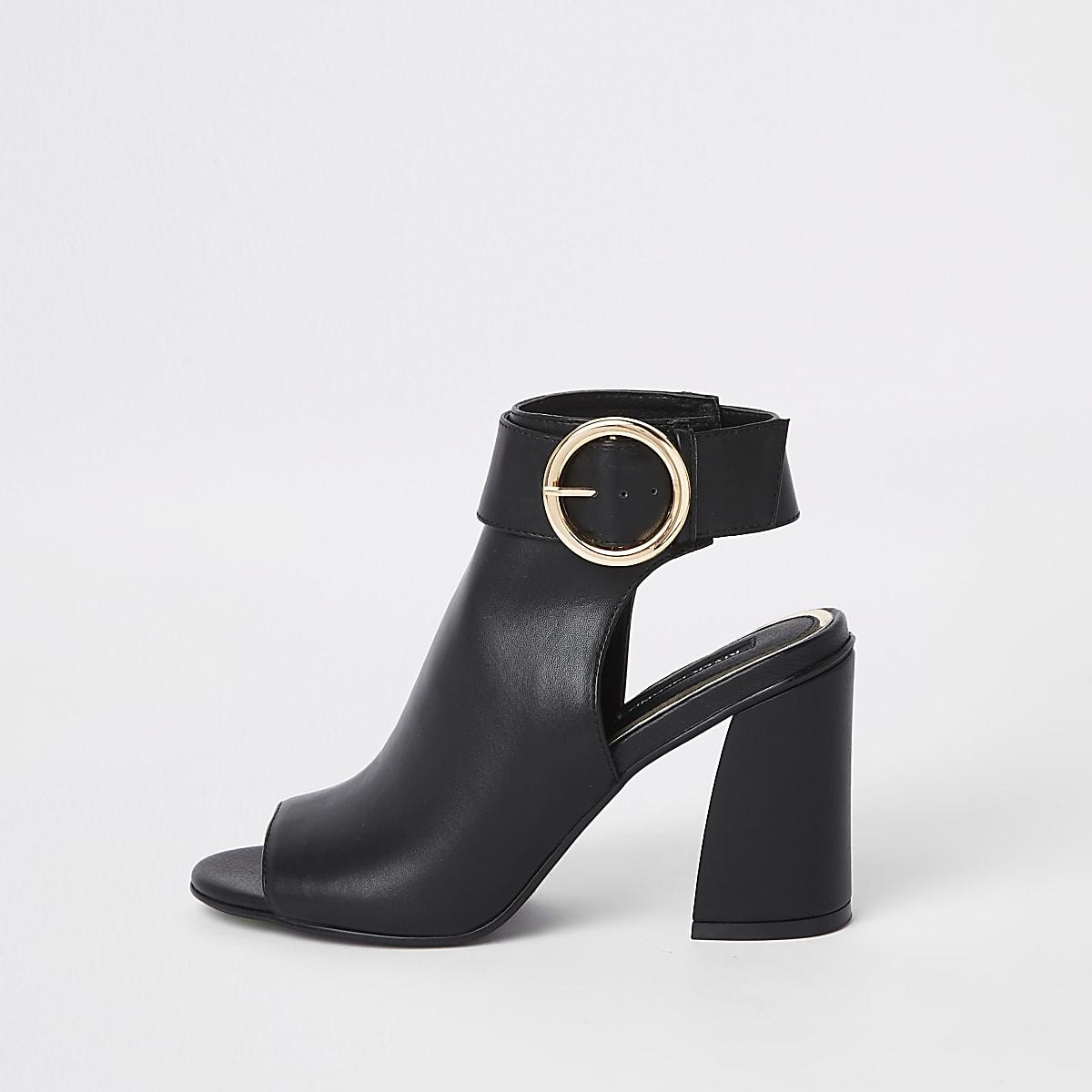 Zwarte schoenlaarsjes met gesp en bandje om de enkel