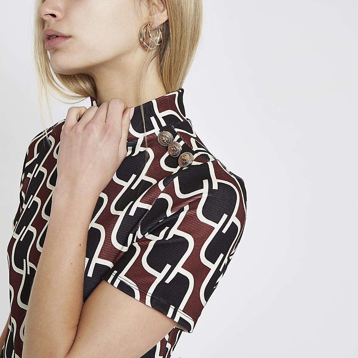 Red geo print button trim T-shirt