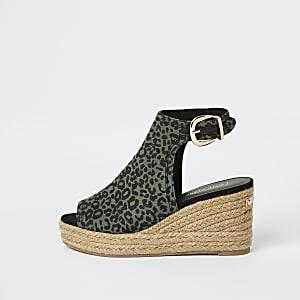 Sandales compensées à imprimé léopard vertes