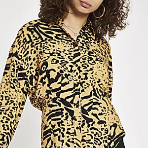 Oranje overhemd met luipaardprint en ingenomen taille