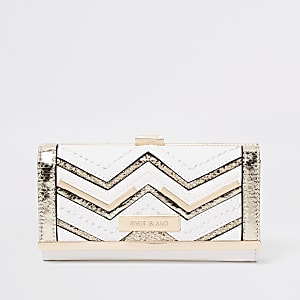 White metallic cutabout clip top purse