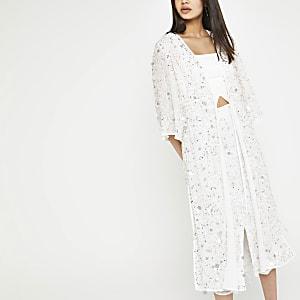 Kimono blanc orné de sequins