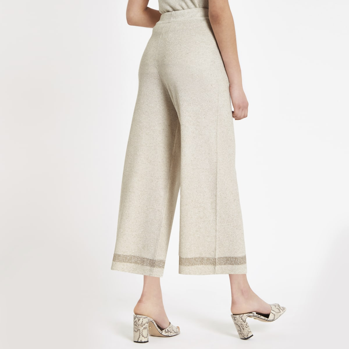Beiger Hosenrock mit weitem Beinschnitt