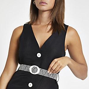 Schwarze Weste mit Knopfverschluss und Gürtel