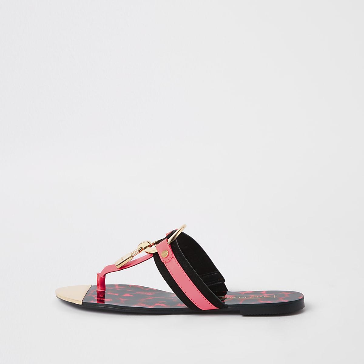 Felroze platte sandalen met hangslot