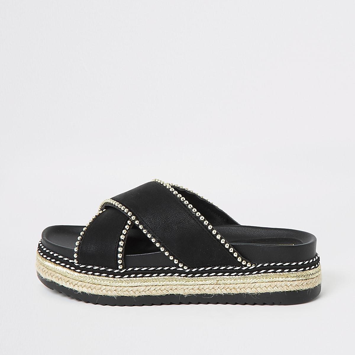 Zwarte sandalen met plateauzool en studs