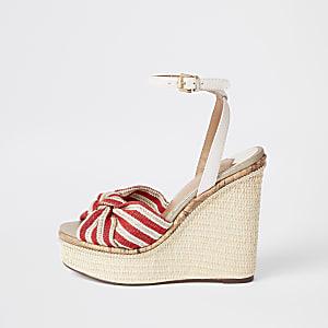 Chaussures à talons compensés avec nœud rayé rouges