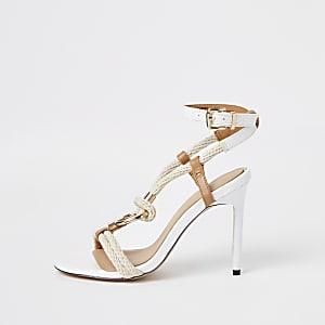 Sandales blanches à talon aiguille avec corde et anneau