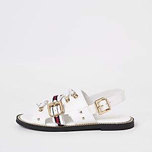 Witte gestreepte sandalen met oogjes en sluiting