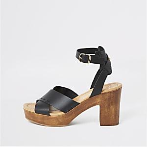 Zwarte leren sandalen met gekruiste bandjes en plateauzool