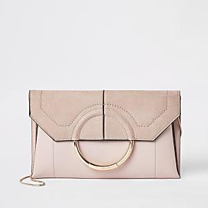 Pochette rose clair façon enveloppe avec anneau devant
