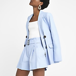 Short en lin bleu clair à ceinture