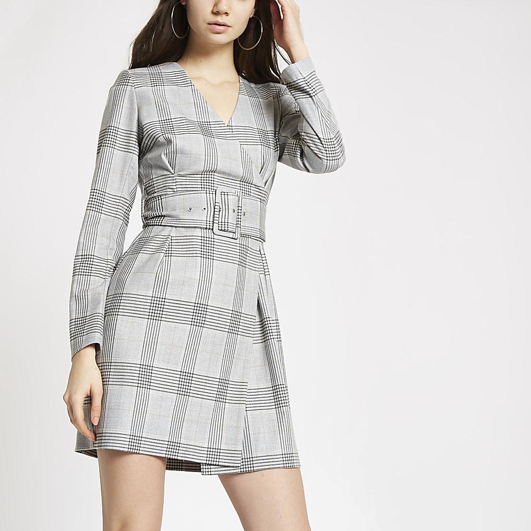 Robe portefeuille à carreaux grise avec ceinture
