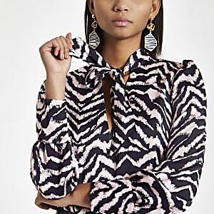 Roze blouse met zebraprint en strik aan de hals