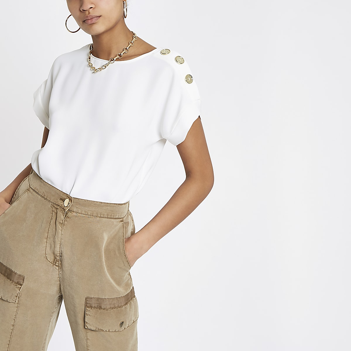 White button shoulder T-shirt