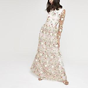 Chi Chi London - Roze geborduurde jurk van mesh