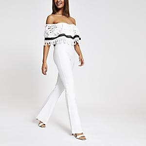 Forever Unique – Weißer Bardot-Overall aus Spitze
