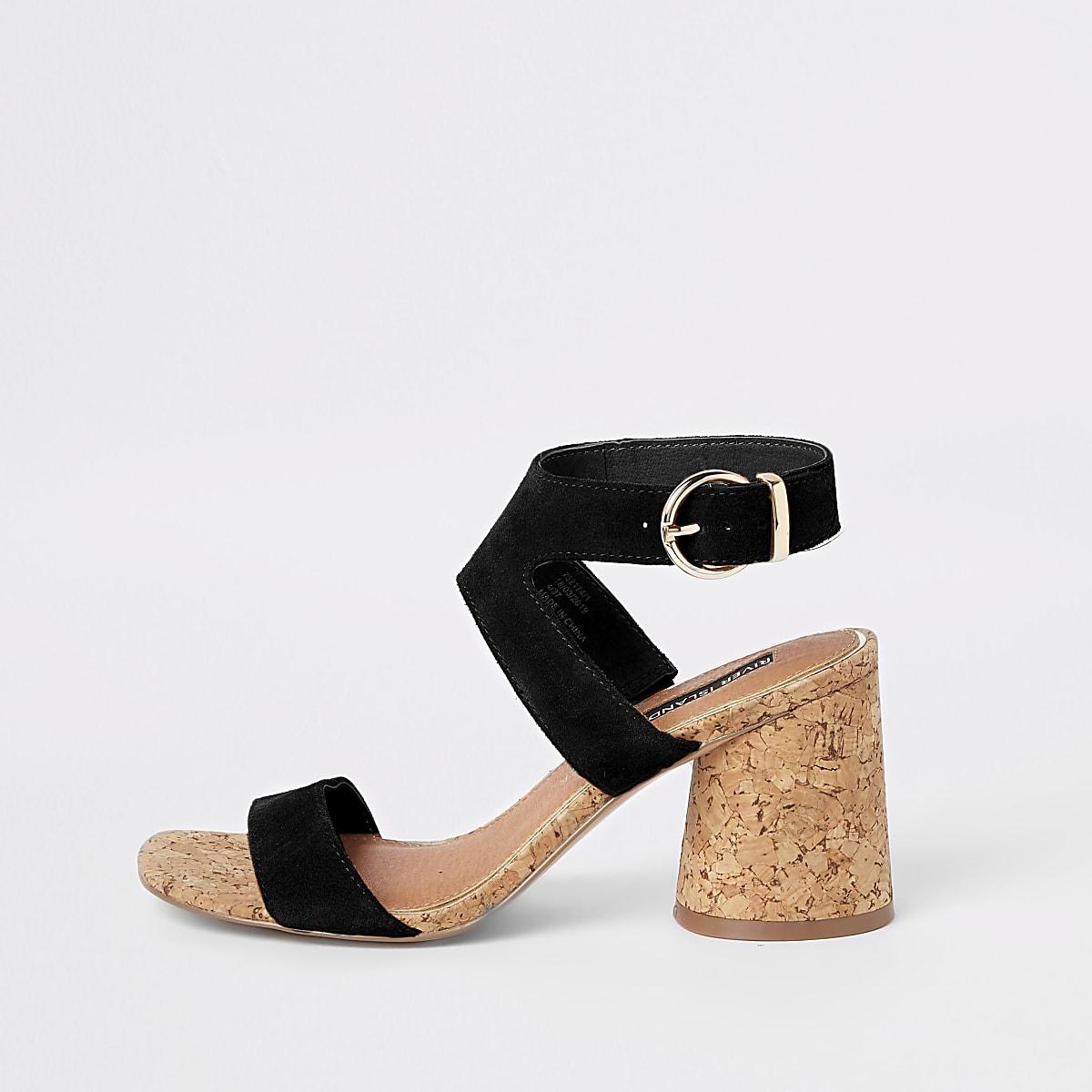 Sandales en daim noires à talons carrés arrondis
