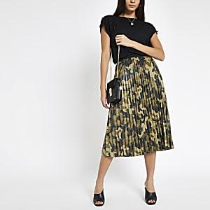 Jupe plissée à imprimé camouflage kaki