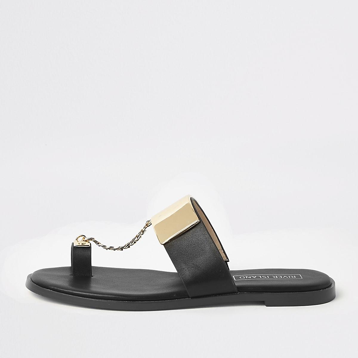 Schwarze Sandalen mit Zehensteg