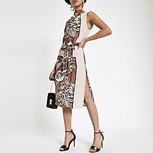 cfe9be62d51c02 Bruine jurk met verschillende prints