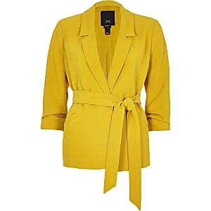 RI Petite - Gele blazer met ruches op de mouwen en ceintuur