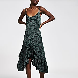 Robe mi-longue imprimé léopard verte à volants