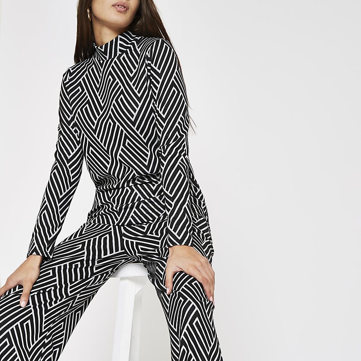 Zwarte hoogsluitende top met geometrische print