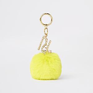 Gele sleutelring met pompon van imitatiebont