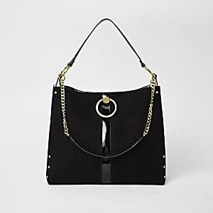 Zwarte tas met cirkel en goudkleurige ketting