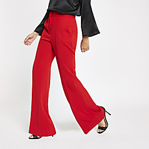 Rode broek met uitlopende pijpen
