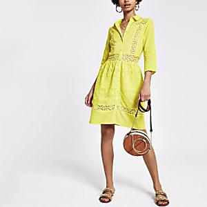Robe chemise brodée jaune