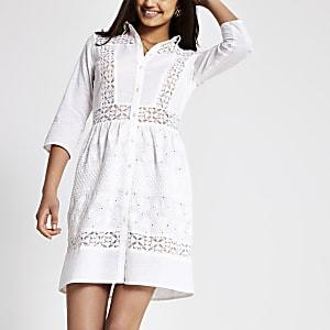 Weißes Blusenkleid mit Lochmuster