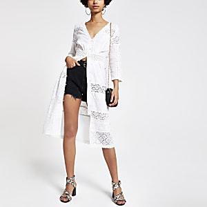 Weißes, besticktes Blusenkleid